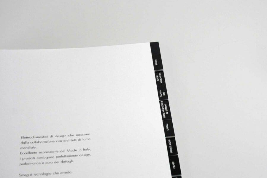 Rubricatura - Lavorazione che prevede il taglio del blocco libro per la classificazione (o la divisione in sezioni) del contenuto.